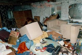 Le grenier de notre maison retrouvée, squatée par des voyous du village .