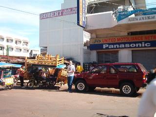 Tout notre salon sur un pedicab à Dumaguete aux Philippines